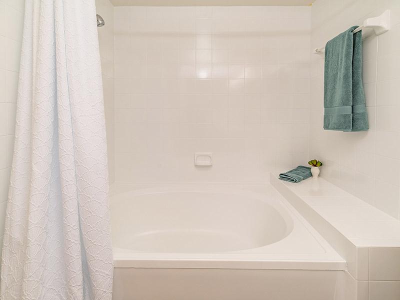 Tub | The Enclave Apartments