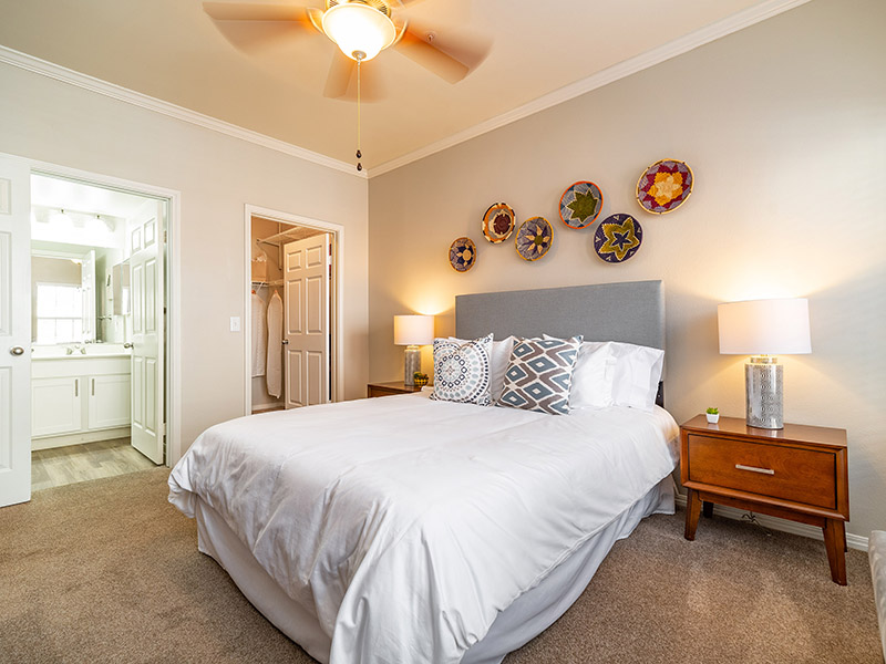 Room | The Enclave Apartments