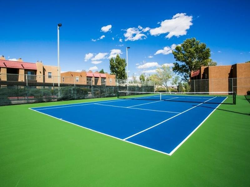 Exterior Tennis Court | Sombra del Oso Albuquerque Apartments