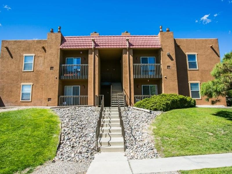 Main Building Exterior Overview | Sombra del Oso Apartments in Albuquerque NM