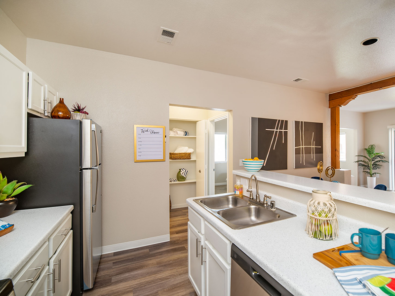 Fully Equipped Kitchen | San Miguel Del Bosque Apartments in Albuquerque, NM