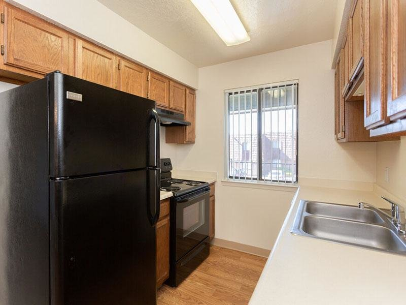 Fully Equipped Kitchen   Meadowlark Apartments