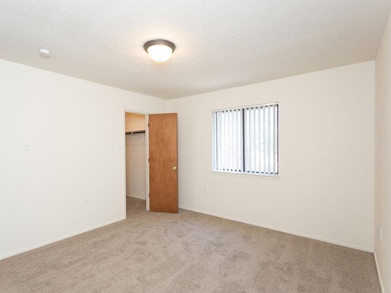 Large Bedrooms   Meadowlark Apartments