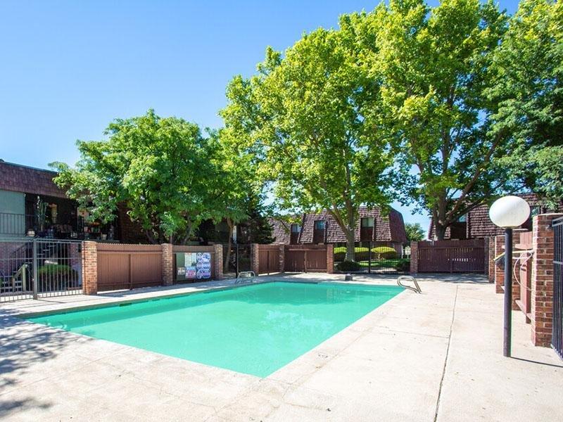 Swimming Pool   Meadowlark Apartments