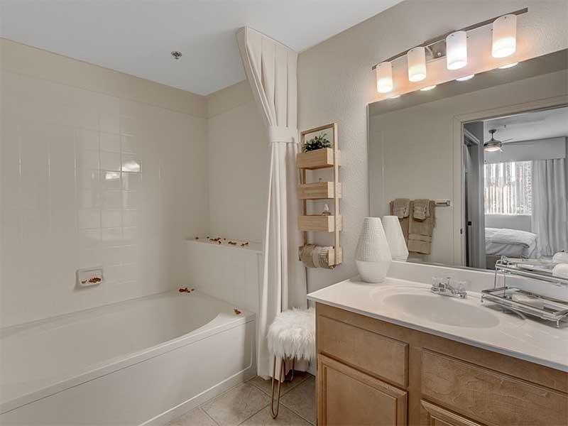 Master Bath | St Clair Apartments
