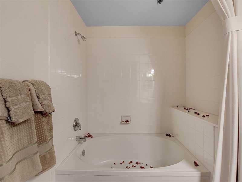 Master Bathroom | St Clair Apartments
