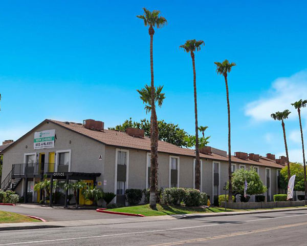 Phoenix Apartment Amenities at Portola at Grovers Park