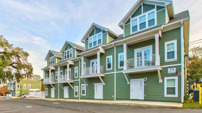 Hayden Commons Student Housing: Exterior overview