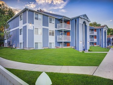 Building   Creekview Apartments in Midvale, UT