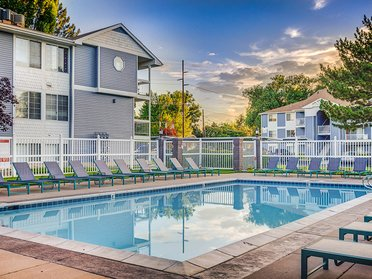 Swimming Pool   Creekview Apartments in Midvale, UT