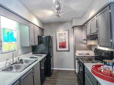 Kitchen | Colony Woods Apartments