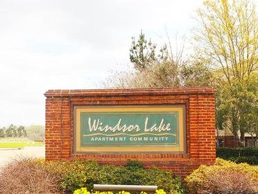 Welcome Sign | Windsor Lake