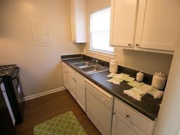 Kitchen | Cornerstone Apartments & Townhomes