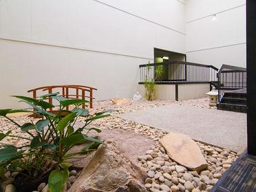 Patio | Foothill Place Apartments