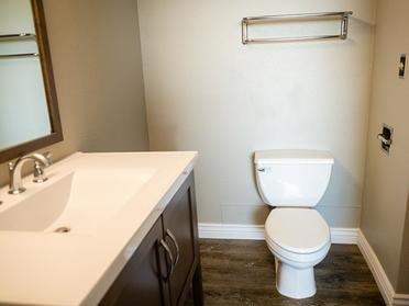 Bathroom | The Bigelow Apartments