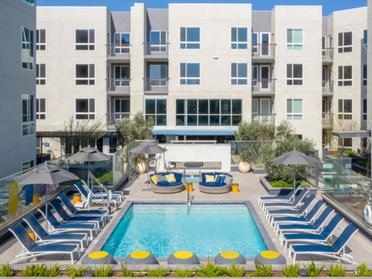 Swimming Pool | The Link Apartments in Glendale, CA
