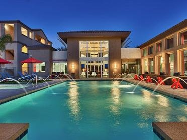 Apartments in Phoenix, AZ with a Swimming Pool
