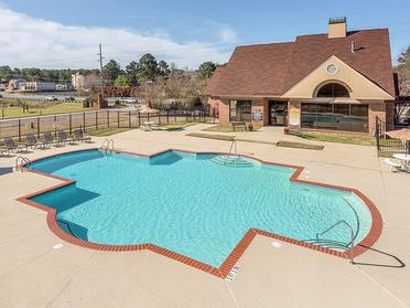 Pool | Briarwood Apartments