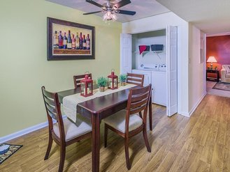 Dining Area | Cross Creek Cove