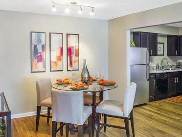 Kitchen | Enclave at Breckenridge Apartments in Lo