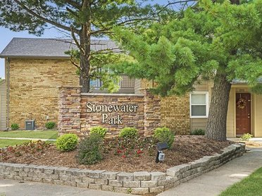 Apartment Sign   Stonewater Park