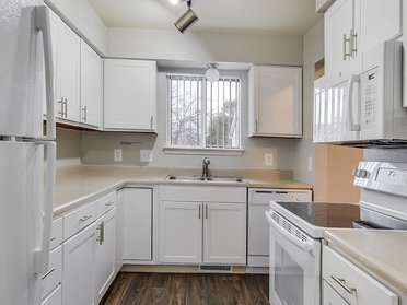 Kitchen | The View Apartments & Townhomes