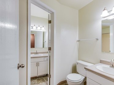 Bathroom | The View Apartments & Townhomes