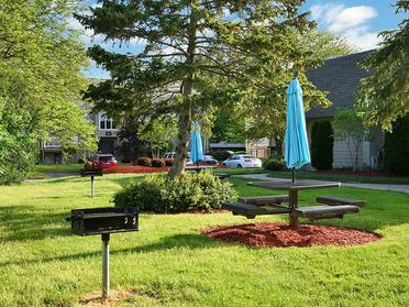 Outdoor Seating   Township Square Apartments in Saginaw, MI