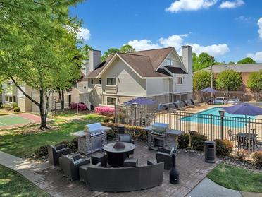 Poolside Seating | Vivo Apartments in Winston Salem, NC