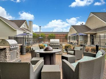 Outdoor Seating | Vivo Apartments in Winston Salem, NC