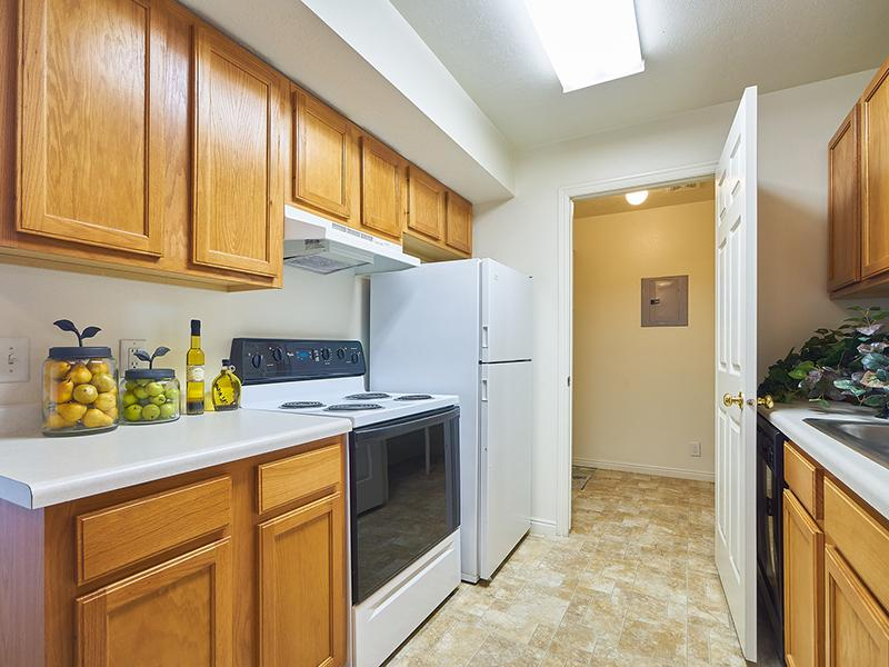 Model Kitchen | Willow Cove Apartments