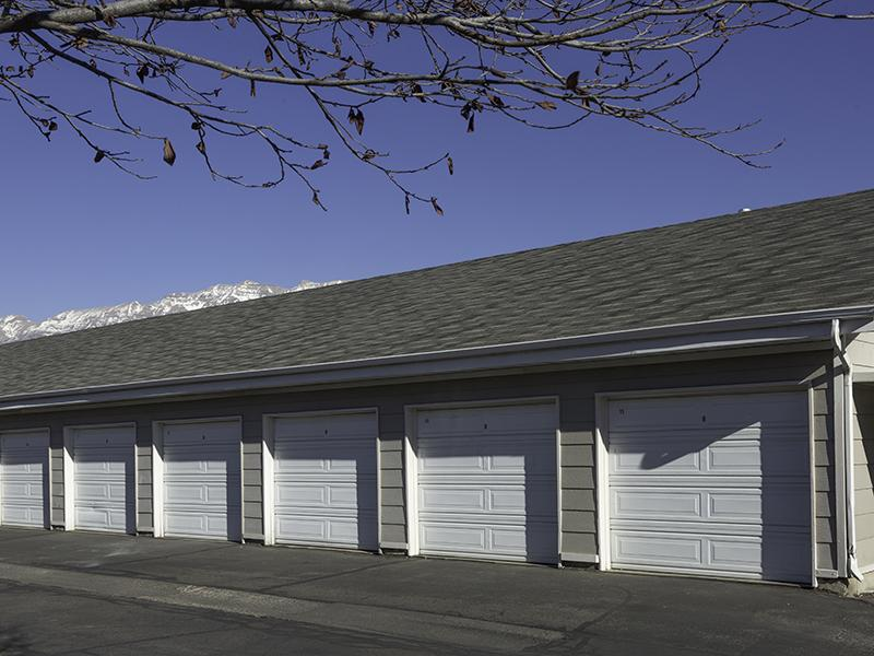 Garages Available | Country Springs