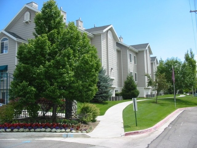 Apartments Near Riverside Country Club | Country Springs Apartments