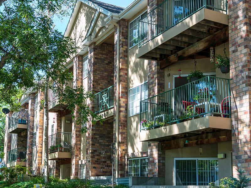 Building Exterior | Ketring Park Apartments