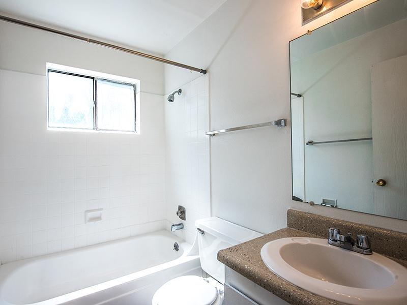 Bathroom   Aspenwood Apartments