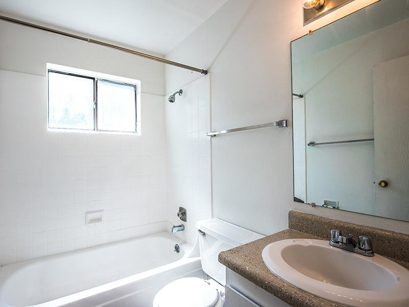 Bathroom | Aspenwood Apartments