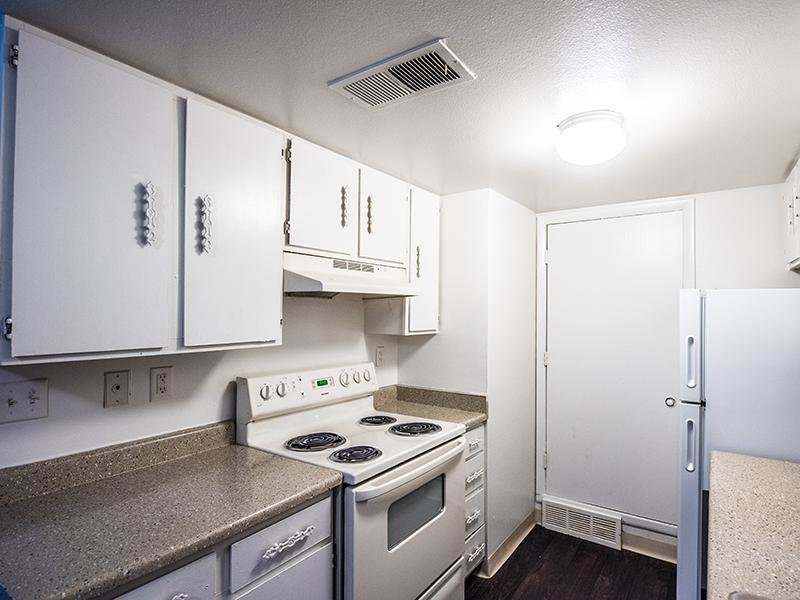 Kitchen | Aspenwood Apartments