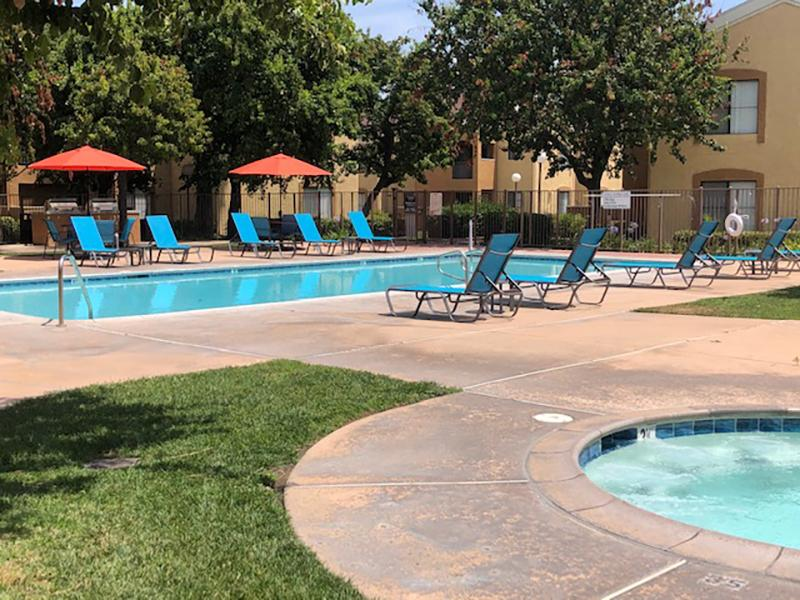 Swimming Pool & Spa | Estancia Apts in Ontario, Ca