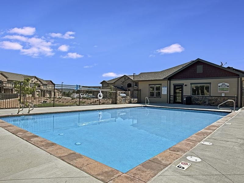 Sparkling Swimming Pool | The Highlands at Red Hawk