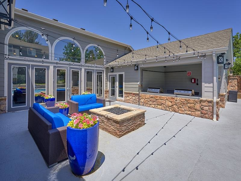 Outdoor Seating | Echo Ridge at North Hills Apartments in Northglenn, CO