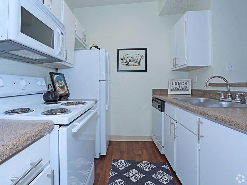 Kitchen | Desert Ridge Apartments