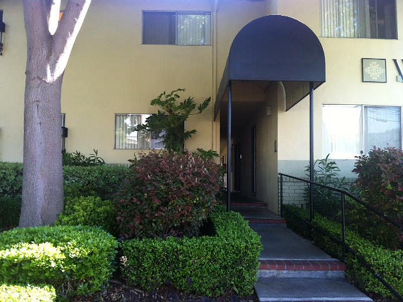 Building Entrance | Woodside Place