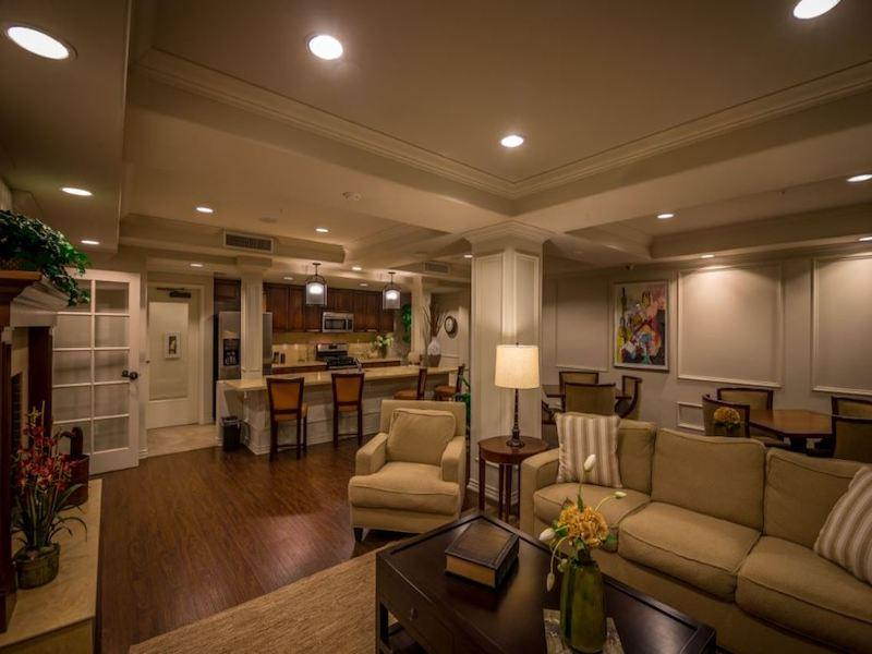 Clubhouse | The Renaissance at City Center