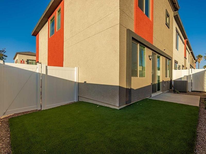 Backyard | Lyra Residences in Phoenix, AZ