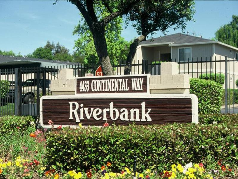 Welcome Sign | Riverbank Apartments