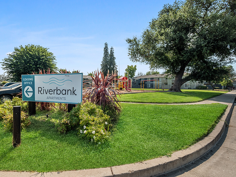 Grounds | Riverbank Apartments