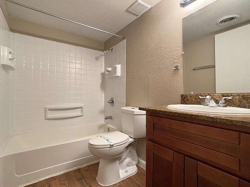 Bathroom | Country Park Villas Apartments