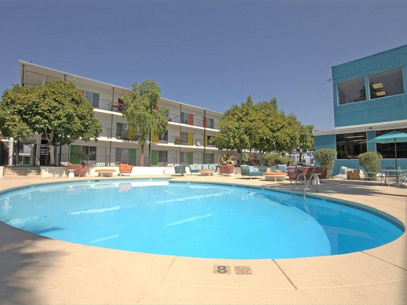 Swimming Pool | Sahara Apartments in Tucson, AZ