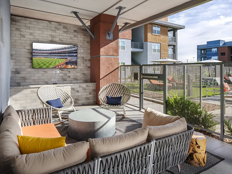 Clubhouse Patio | Copper Falls Apartments in Glendale, AZ