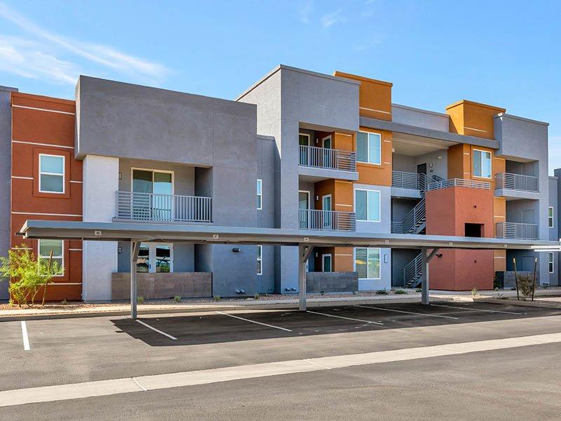 Building Exterior | Copper Falls Apartments in Glendale, AZ